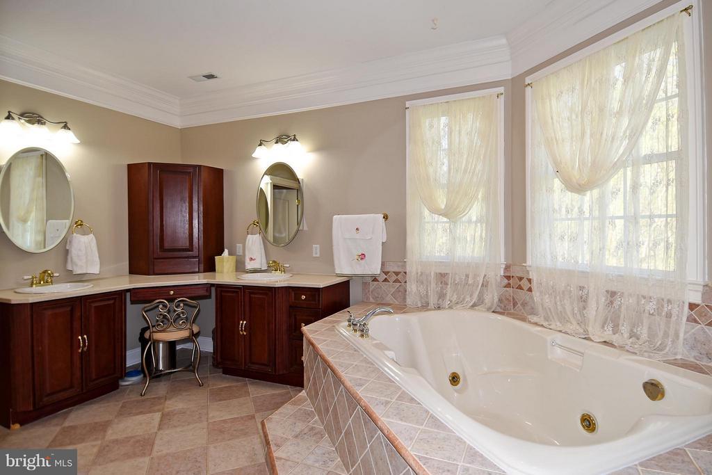 Bath (Master) - 12612 KAHNS RD, MANASSAS