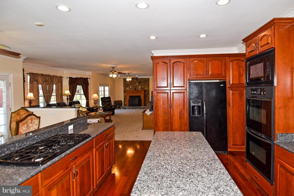 Kitchen - 12612 KAHNS RD, MANASSAS