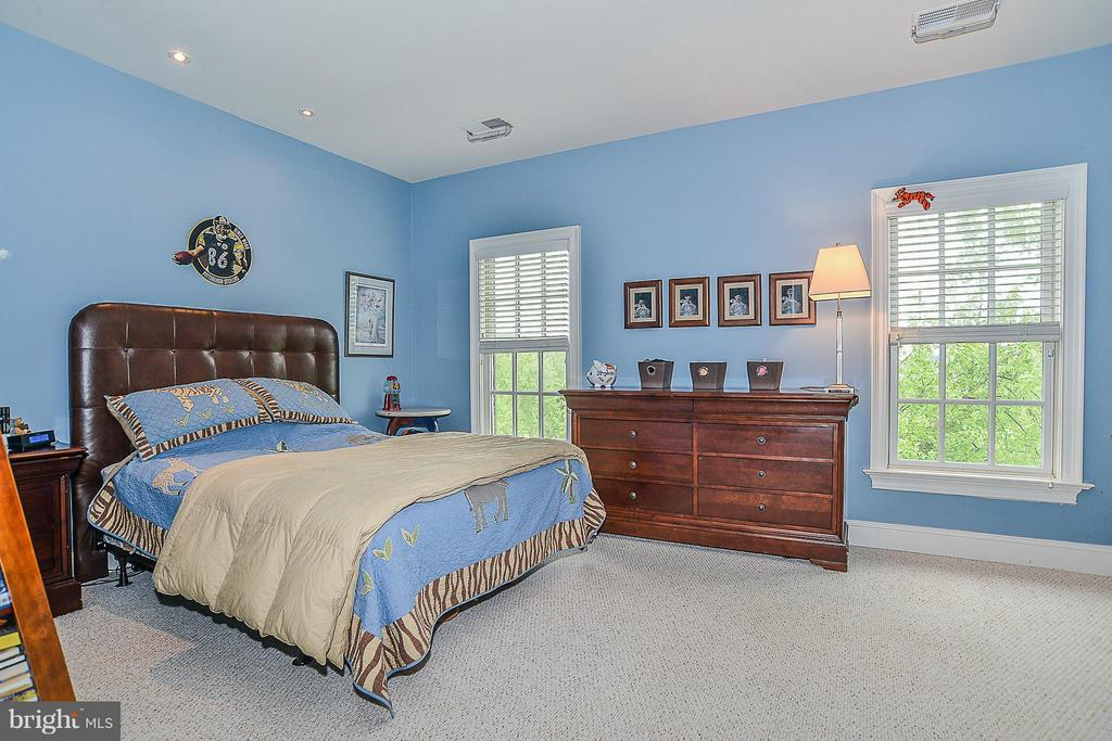 Bedroom 3 with Private Bath - 41727 PUTTERS GREEN CT, LEESBURG