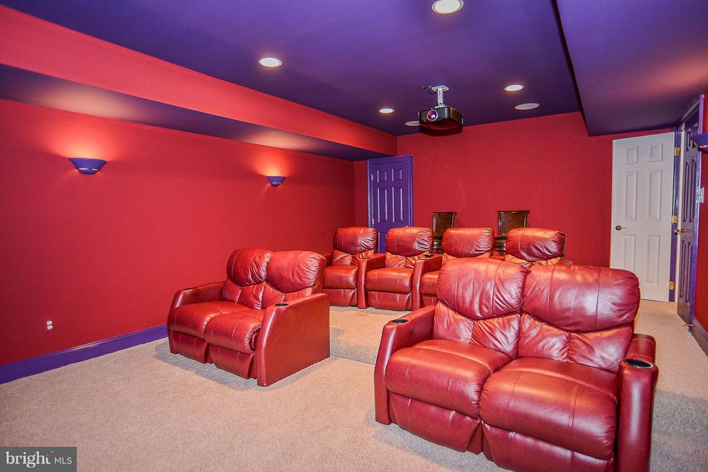 Movie Room- Equipment and Seating Convey - 41727 PUTTERS GREEN CT, LEESBURG