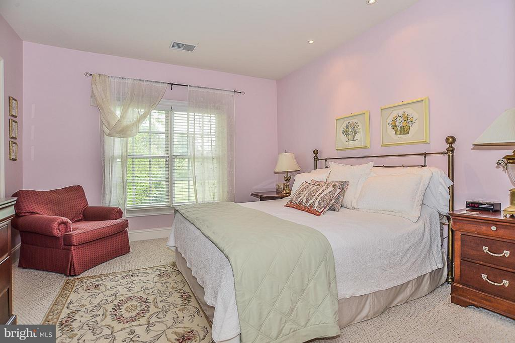 Bedroom 4 with Private Bath - 41727 PUTTERS GREEN CT, LEESBURG