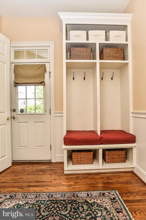 Mudroom off Secondary Front Entrance - 41727 PUTTERS GREEN CT, LEESBURG