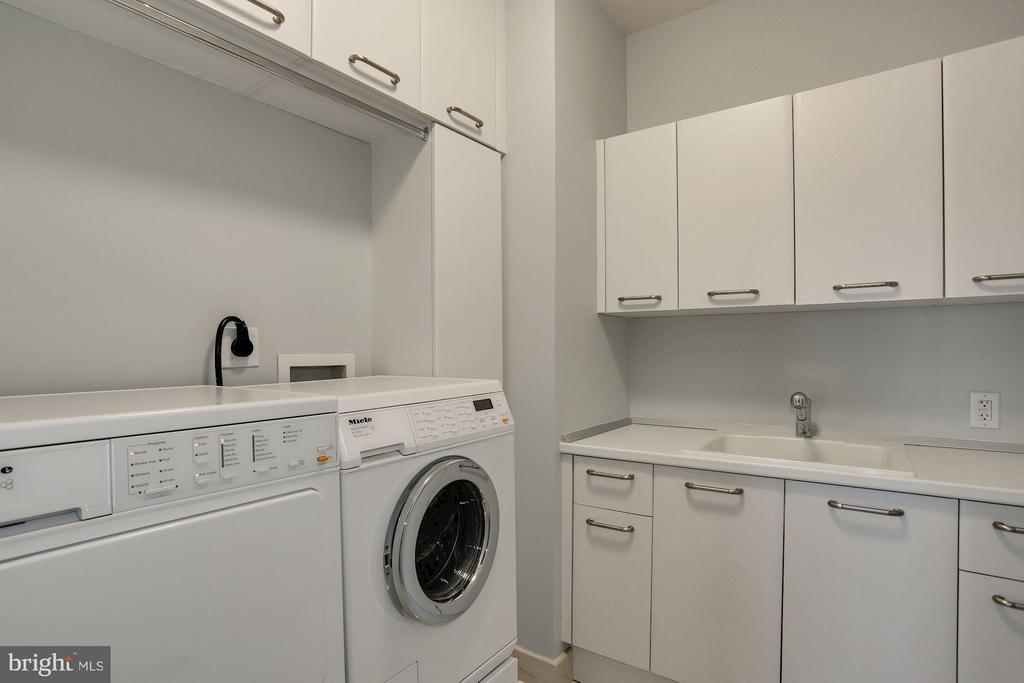 Laundry Room With Extra Storage - 1881 N NASH ST #2102, ARLINGTON