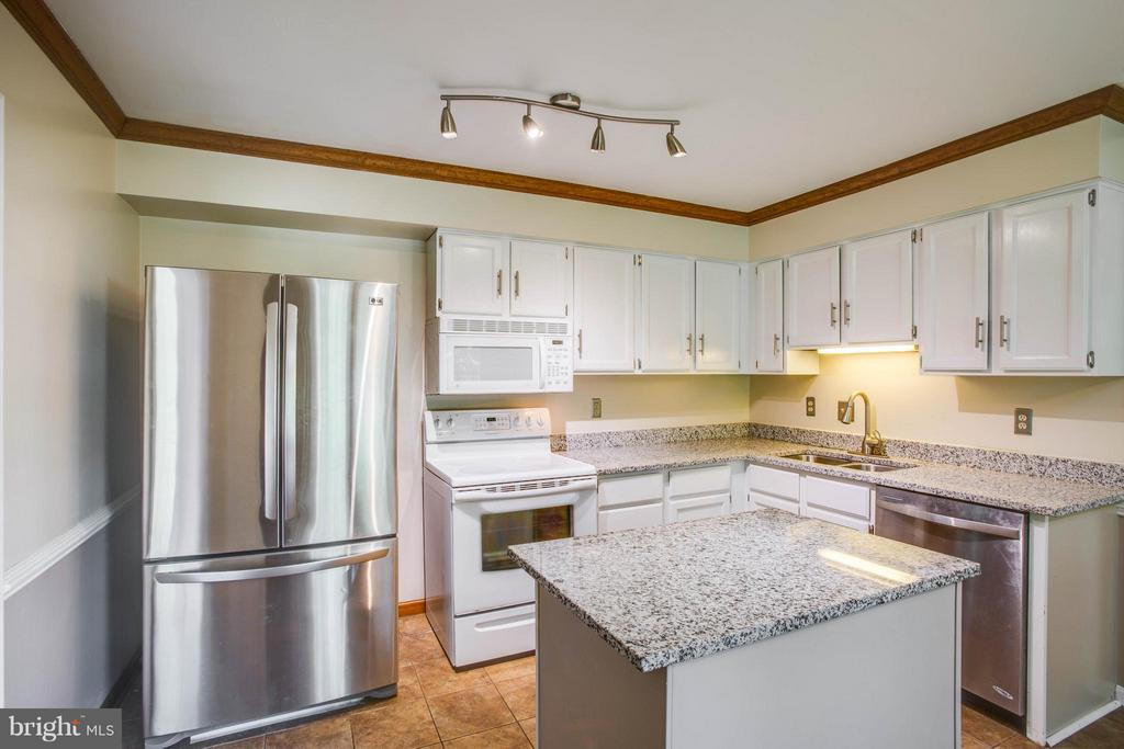 Upgraded Kitchen w. Stainless Steel & Granite - 5 STABLE WAY, FREDERICKSBURG
