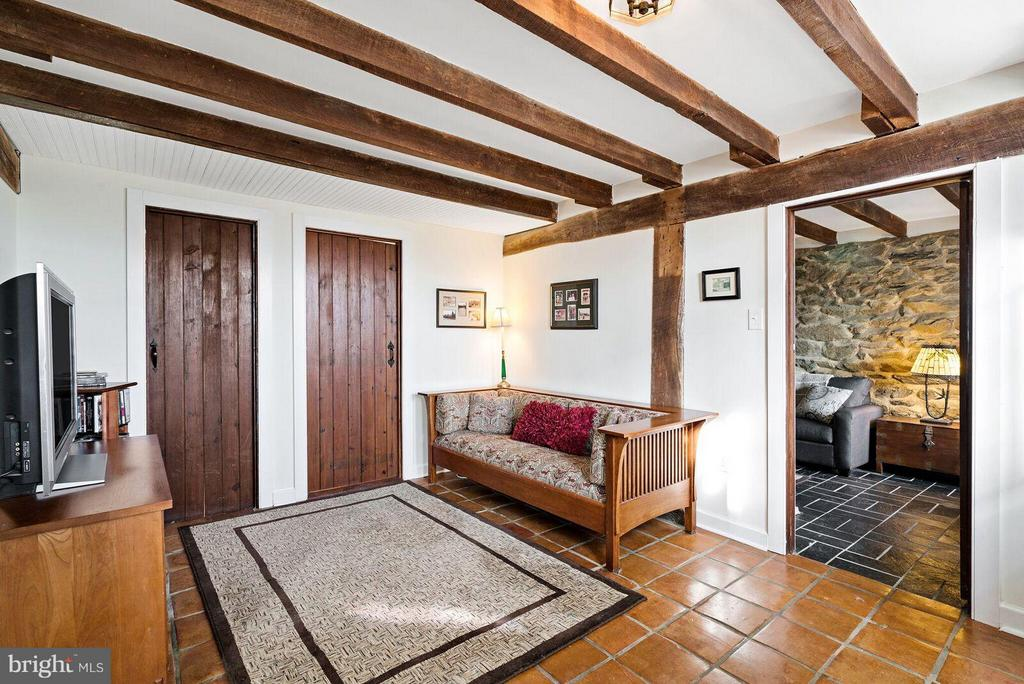 lower level den or reading room - 37354 JOHN MOSBY HWY, MIDDLEBURG