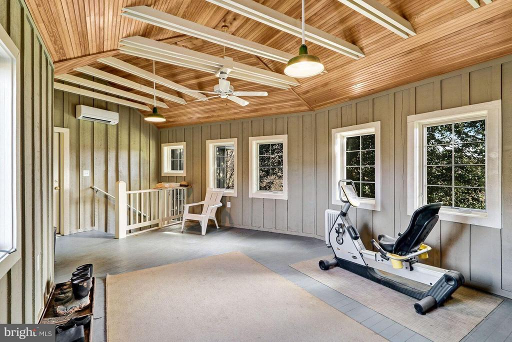 Family Room or bedroom you decide - 37354 JOHN MOSBY HWY, MIDDLEBURG