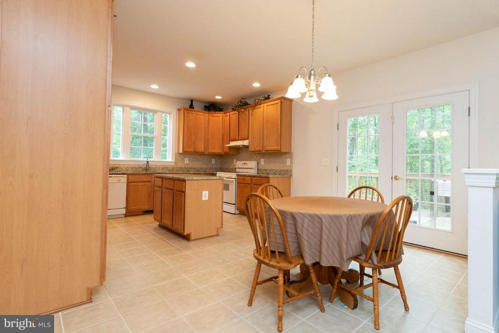 Kitchen eating area. - 13208 CHANDLER CT, FREDERICKSBURG