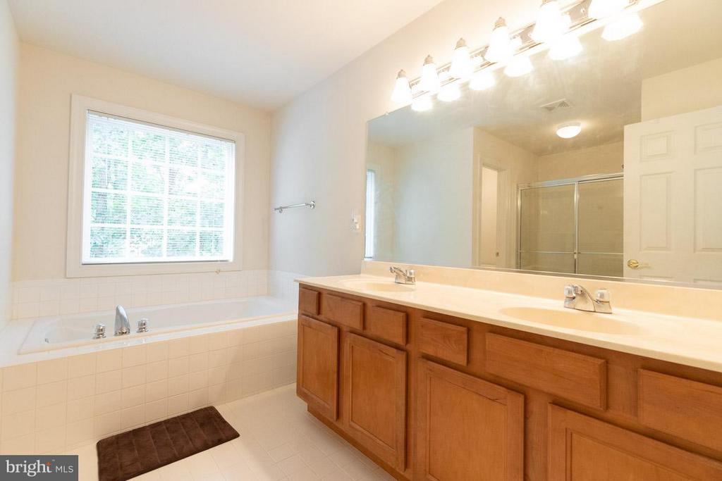 Master bath with 2 sinks - 13208 CHANDLER CT, FREDERICKSBURG