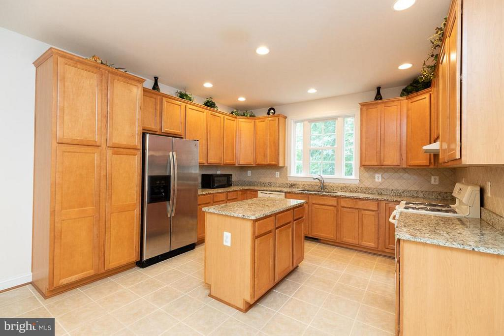 Kitchen with island. NOT SHOWN NEW SS DISHWASHER. - 13208 CHANDLER CT, FREDERICKSBURG