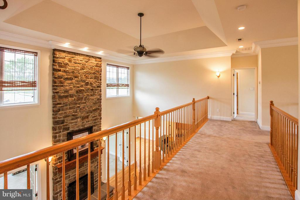 Upper level cat walk over looking great room - 38651 RICKARD RD, LOVETTSVILLE