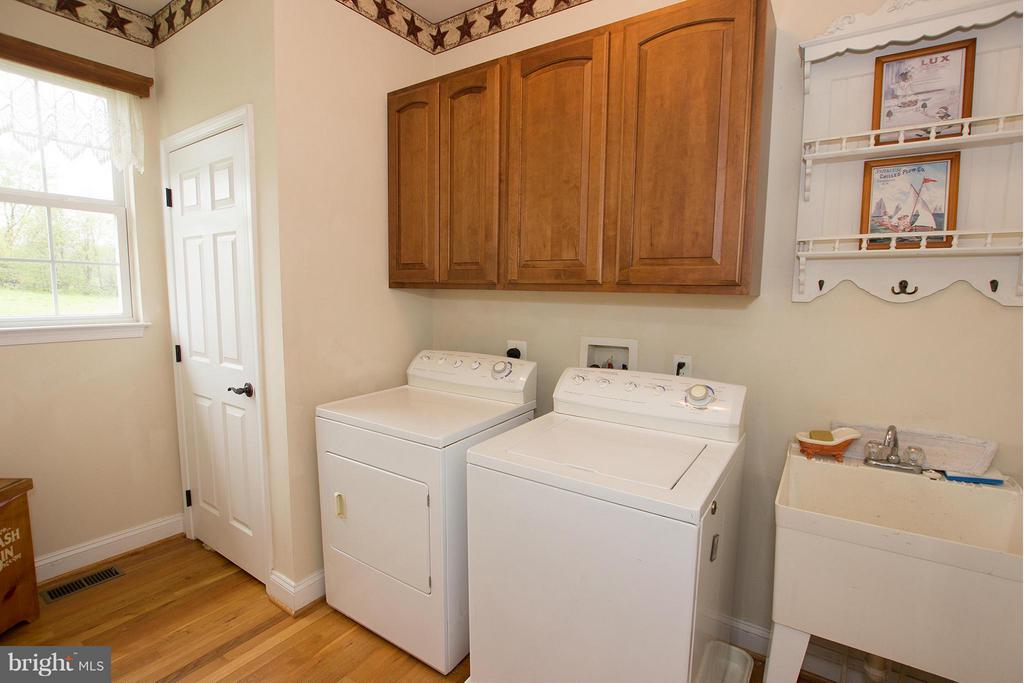 Oversized laundry room - 38651 RICKARD RD, LOVETTSVILLE