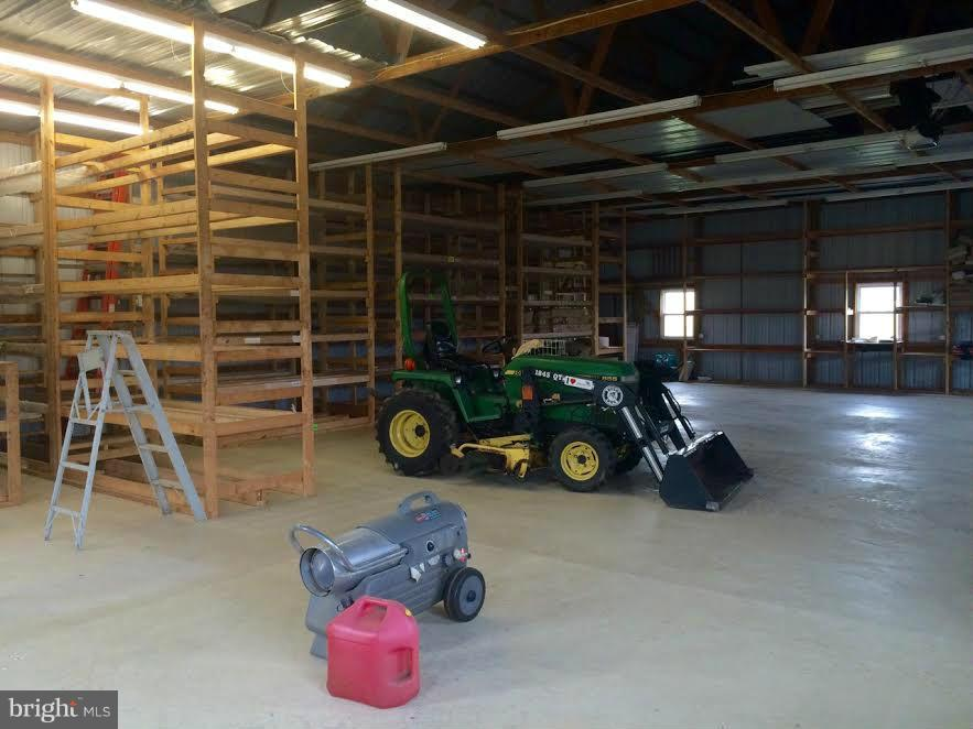 Inside the detached garage - 38651 RICKARD RD, LOVETTSVILLE