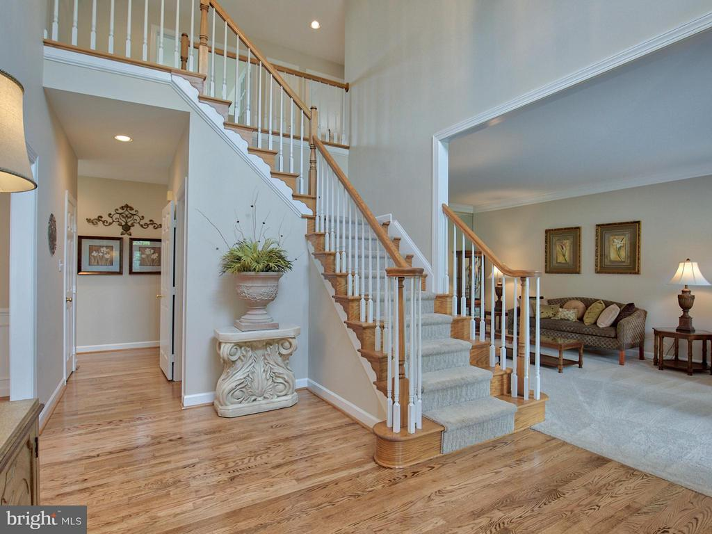 2 Story Foyer, Fresh Paint. - 17950 STONELEIGH DR, ROUND HILL