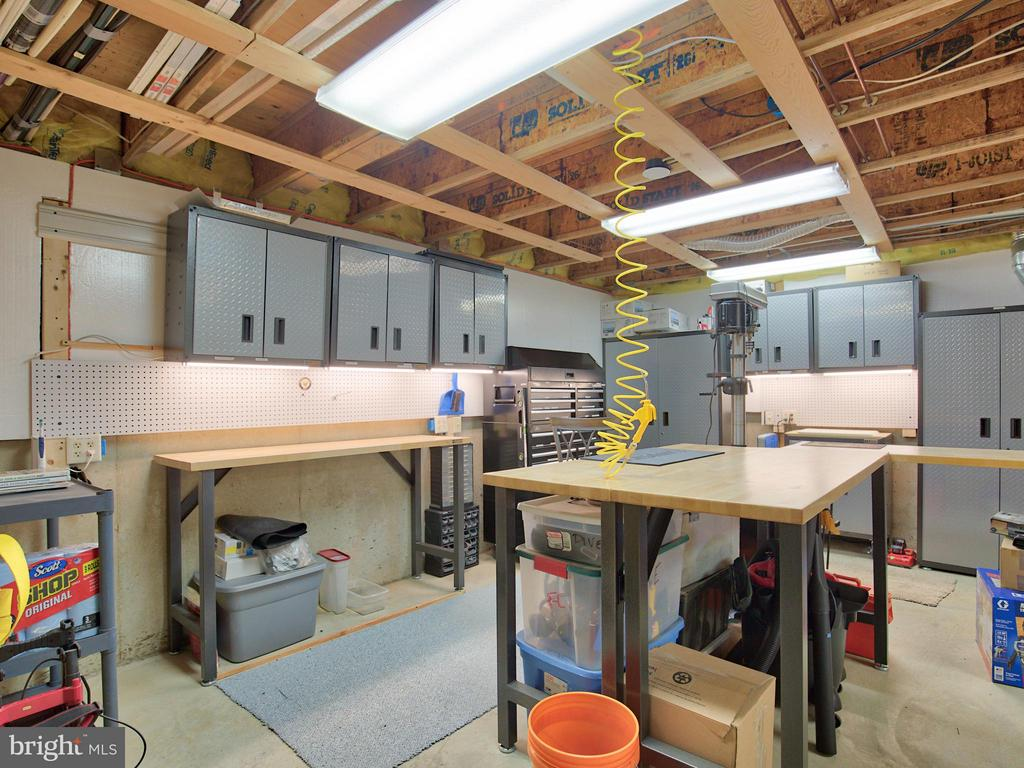 Large Basement Workshop with 2x 200 Amp Boxes - 17950 STONELEIGH DR, ROUND HILL