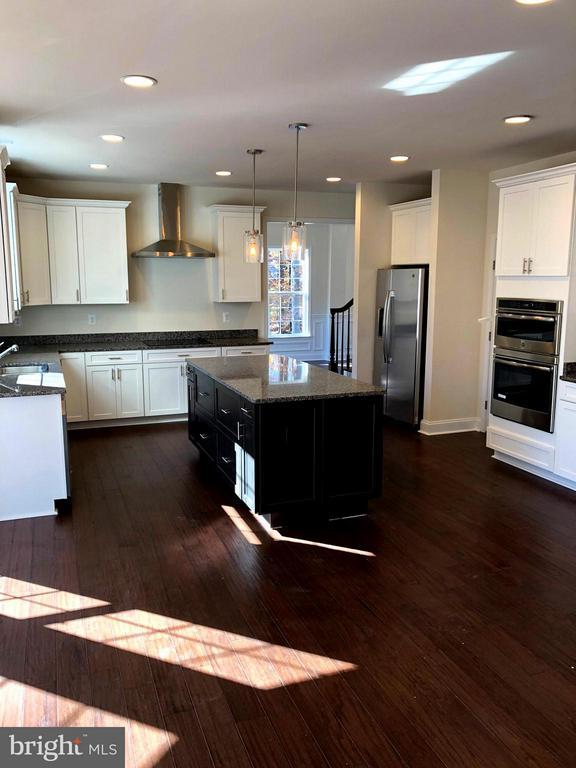 Kitchen - 8371 JILL BRENDA CT, MANASSAS