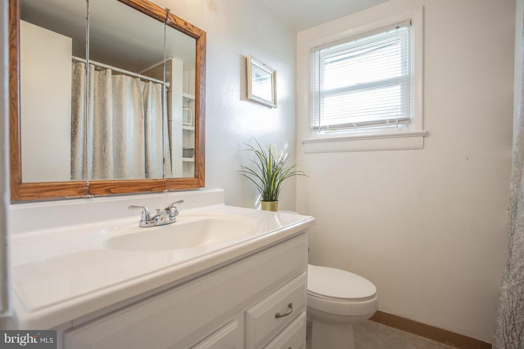 Full Bath - 4109 ANDERSON RD, TRIANGLE