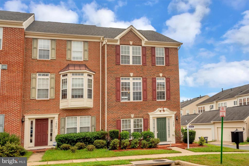 Brick Front/End Unit - 16385 GANGPLANK LN, WOODBRIDGE