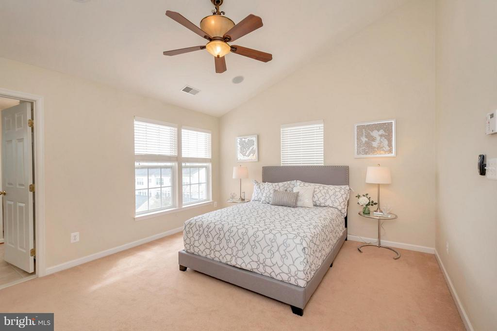 Bedroom (Master) with Vaulted Ceiling - 16385 GANGPLANK LN, WOODBRIDGE