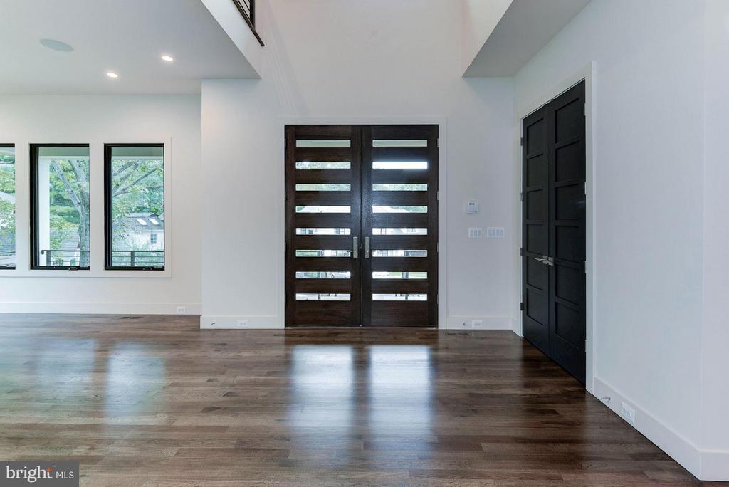 Large Foyer - 3546 UTAH ST N, ARLINGTON