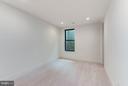 Lower level bedroom~ 10' ceilings - 3546 UTAH ST N, ARLINGTON
