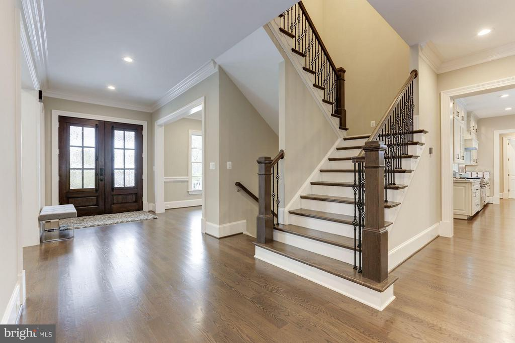 Entry and wide staircase - 3600 N PEARY ST, ARLINGTON