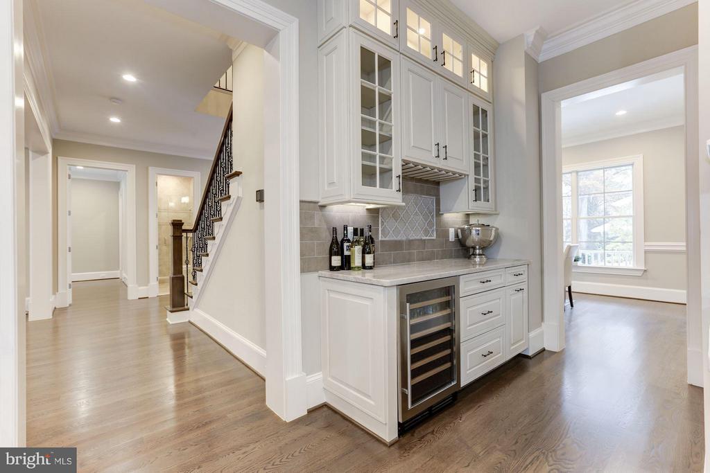 Butler's pantry - 3600 N PEARY ST, ARLINGTON