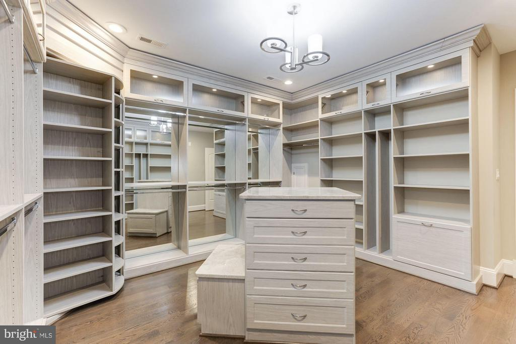 Master closet - 3600 N PEARY ST, ARLINGTON