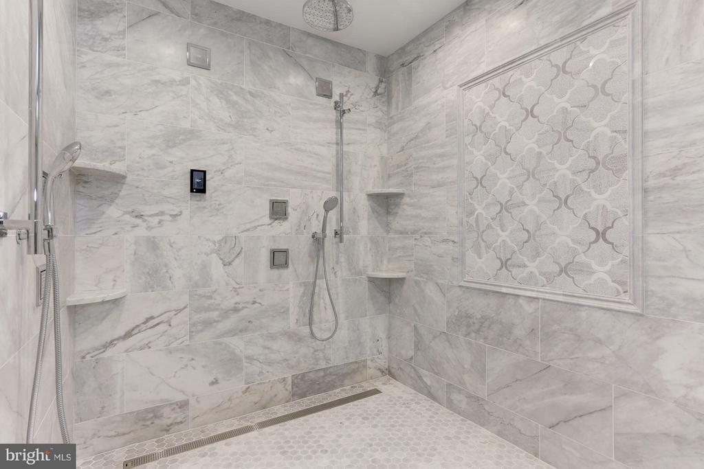 Master shower - 3600 N PEARY ST, ARLINGTON