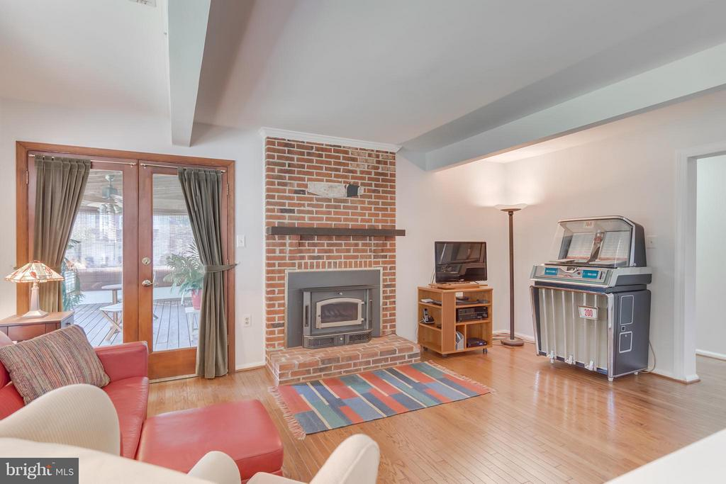 Family Room and Fireplace with Porch access - 5620 BARRYMORE RD, CENTREVILLE