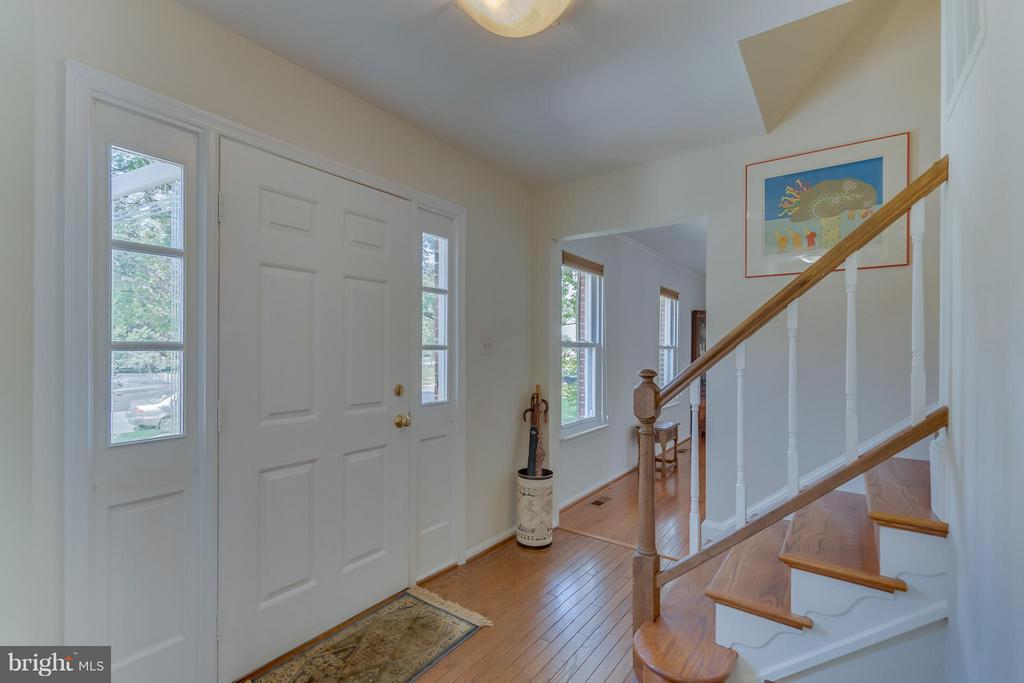 Inviting Foyer - 5620 BARRYMORE RD, CENTREVILLE