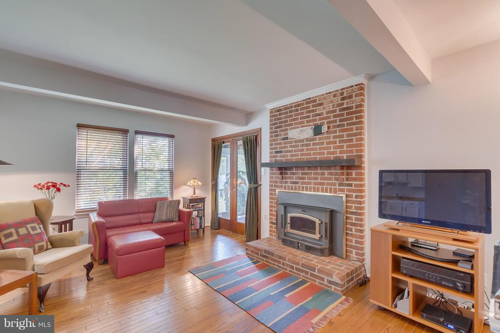 Family Room with Fireplace - 5620 BARRYMORE RD, CENTREVILLE