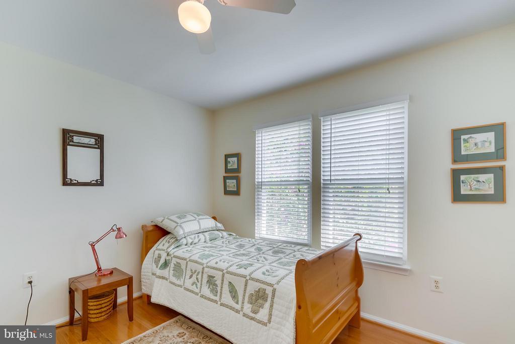 Bedroom 3 - 5620 BARRYMORE RD, CENTREVILLE