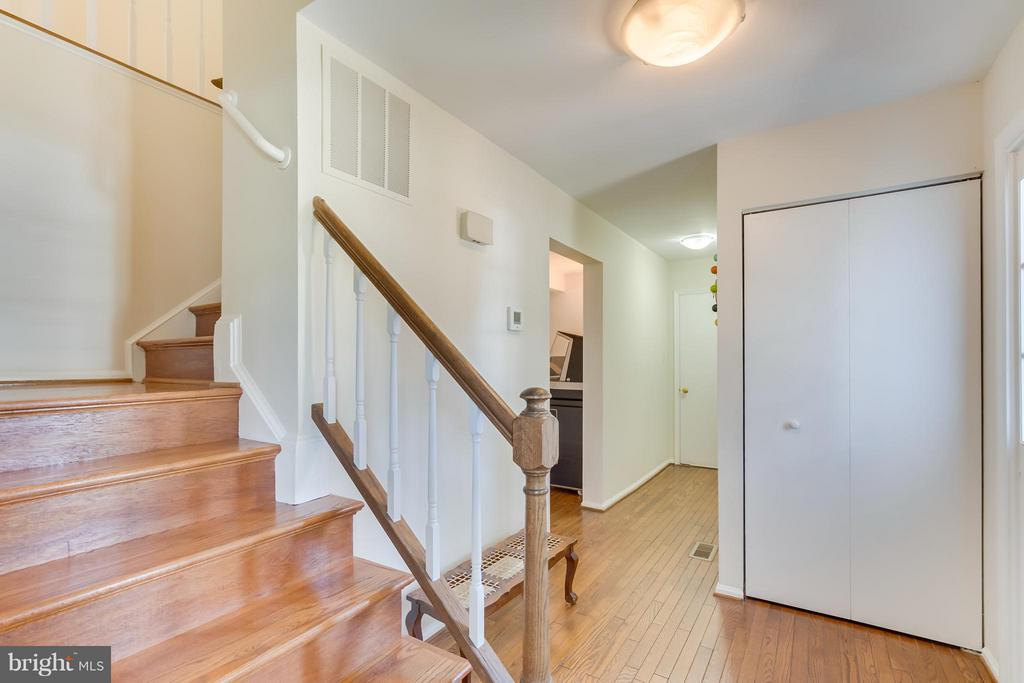 Foyer and 1st Floor Hallway - 5620 BARRYMORE RD, CENTREVILLE
