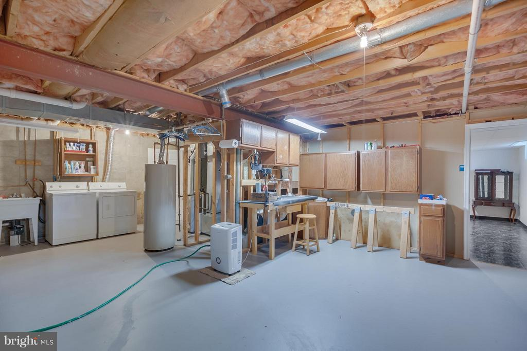 Spacious Utility Room - 5620 BARRYMORE RD, CENTREVILLE