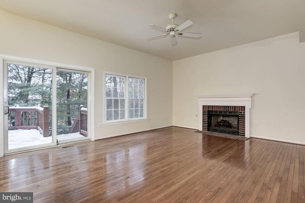 Family Room Overlooking Deck - 20941 RUBLES MILL CT, ASHBURN