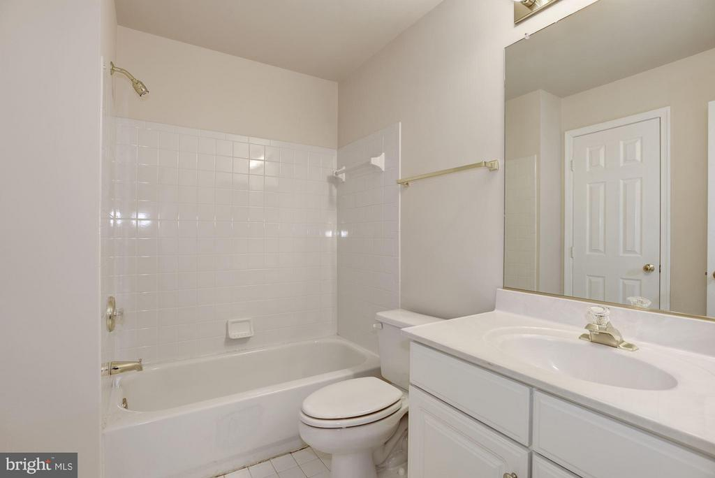 Jack & Jill Bathroom - 20941 RUBLES MILL CT, ASHBURN