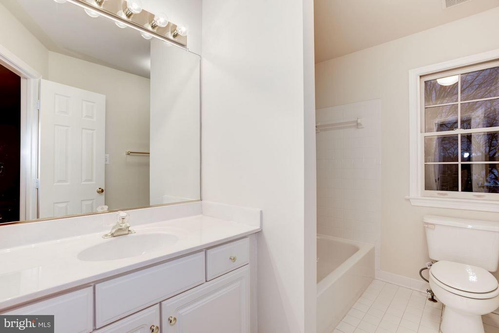 Bathroom for Junior Master bedroom - 20941 RUBLES MILL CT, ASHBURN