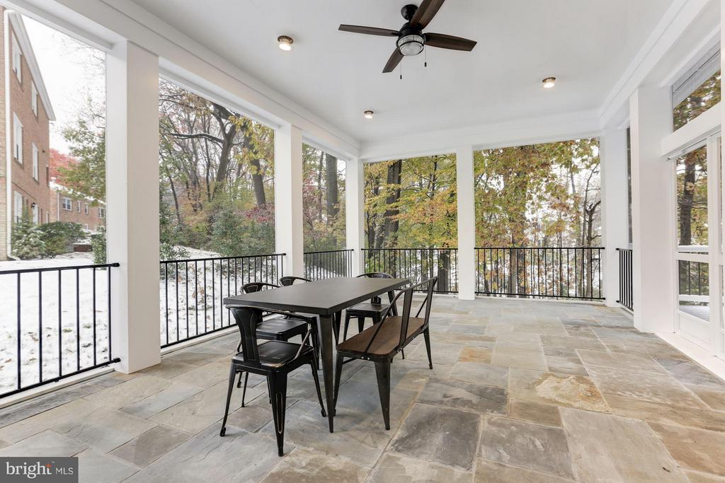 Rear screened in Loggia - 3600 N PEARY ST, ARLINGTON