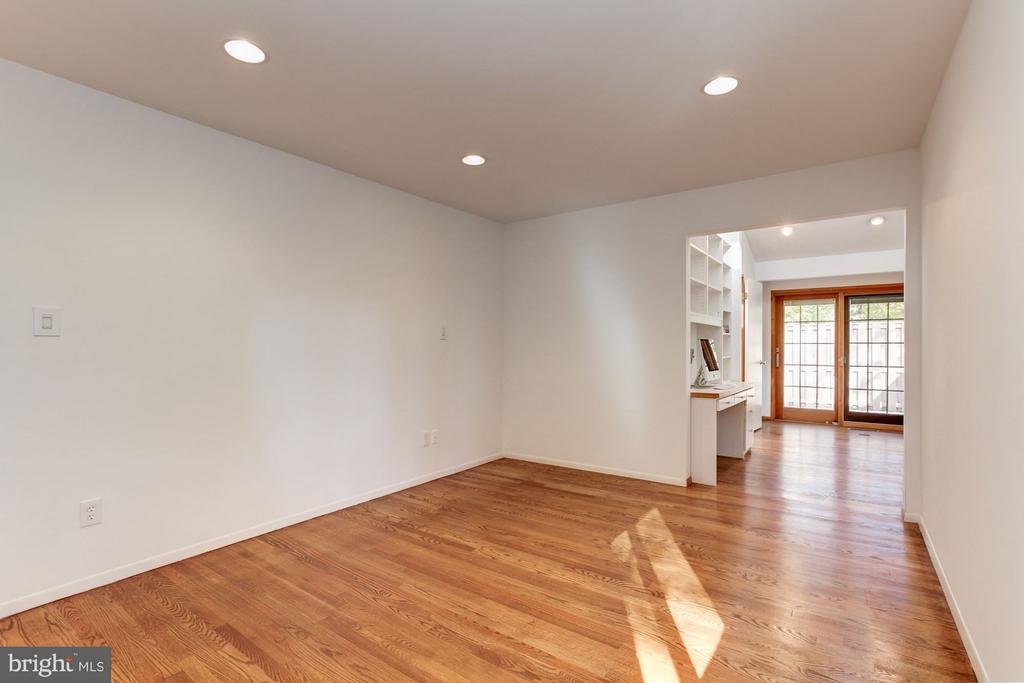 Master Bedroom Suite - 7709 HAMILTON SPRING RD, BETHESDA