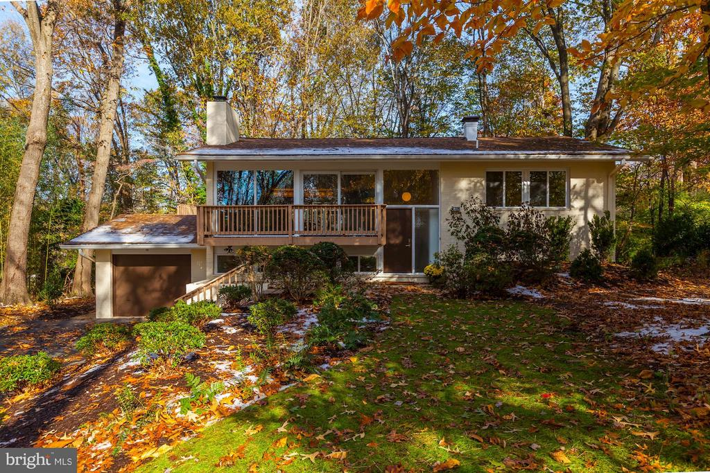 In midst of community yet private from neighbors - 7709 HAMILTON SPRING RD, BETHESDA