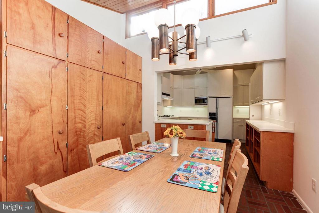 House expansion created huge kit & b'fast room - 7709 HAMILTON SPRING RD, BETHESDA