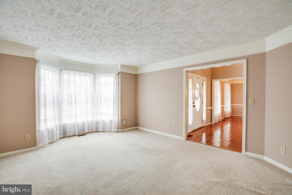 Living Room - 6906 GOVERNORS GRANT LN, FREDERICKSBURG