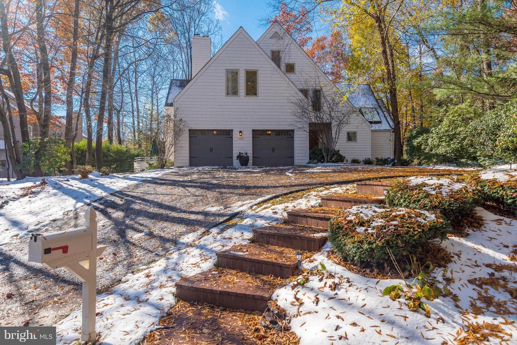 Beautiful lot with Mature Trees for privacy - 11581 GREENWICH POINT RD, RESTON