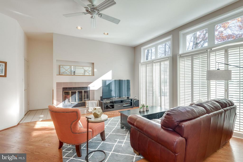 High ceilings through out, cozy family room space - 11581 GREENWICH POINT RD, RESTON