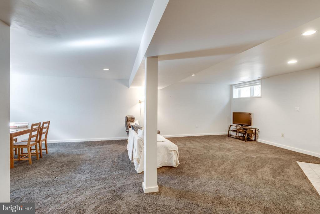 Watch TV, play games, entertain, exercise - 11581 GREENWICH POINT RD, RESTON