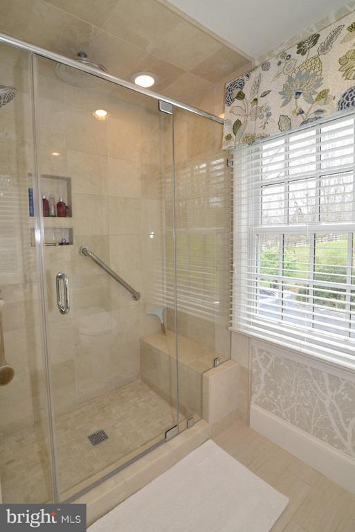 Updated heated floor & shower - 3072 SWIFT SHOALS RD, BOYCE