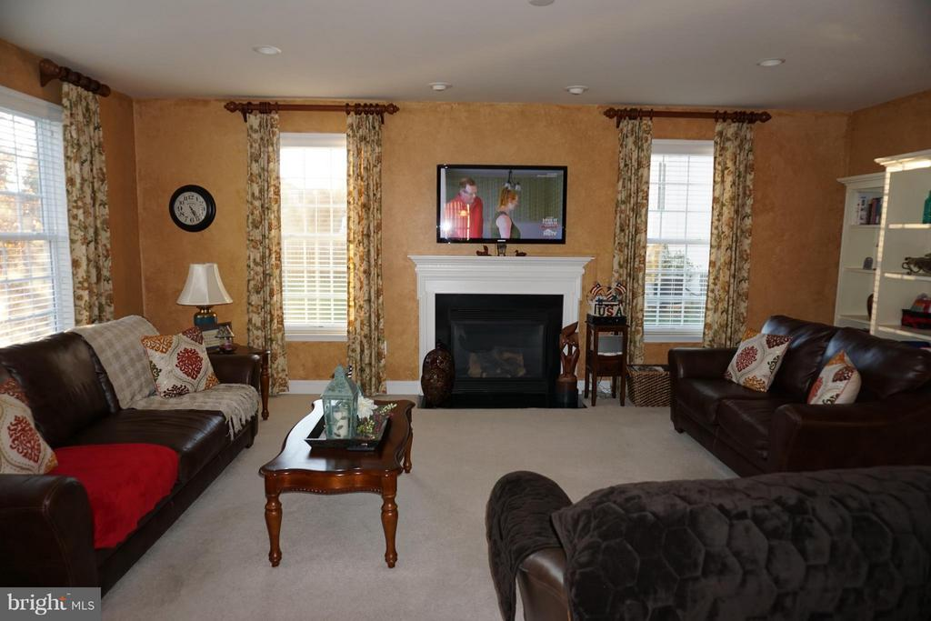 Family Room with gas fireplace - 5311 AUSTRA PL, WOODBRIDGE