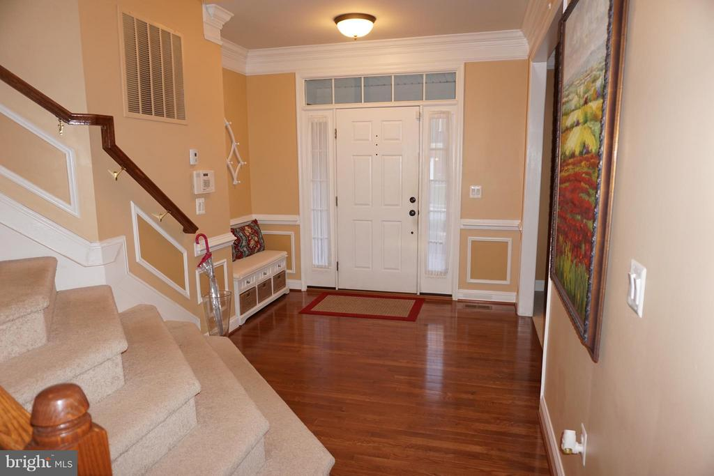 Foyer with hardwood floors - 5311 AUSTRA PL, WOODBRIDGE