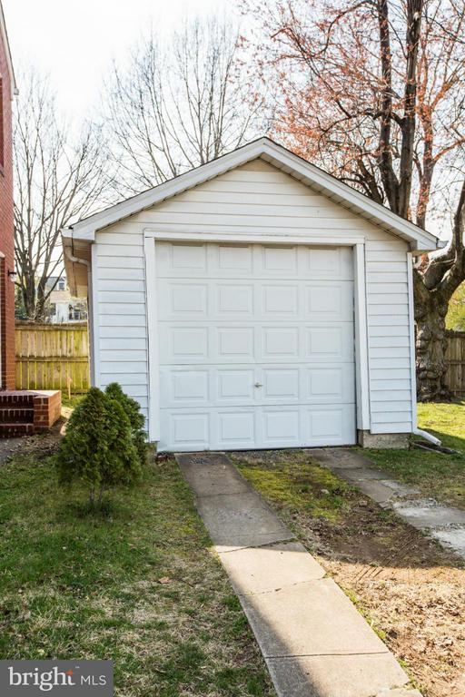 Detached 1 car garage - 806 LITTLEPAGE ST, FREDERICKSBURG