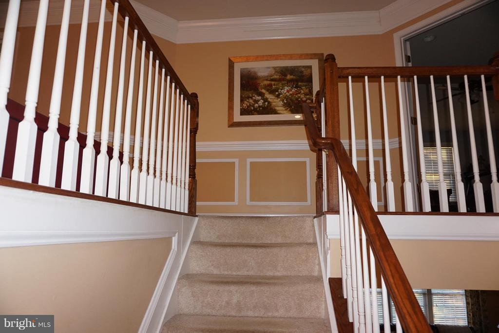 Stairs to upper level - 5311 AUSTRA PL, WOODBRIDGE